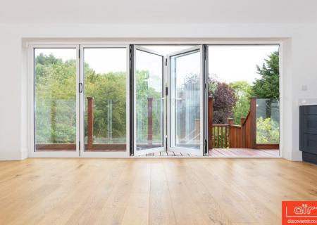 air-bifold-door-everglade-windows-kingsbury