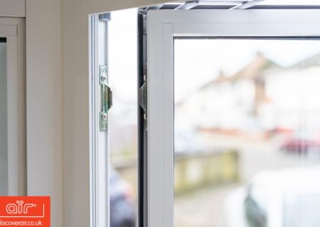 White-aluminium-flush-sash-window-Kilburn