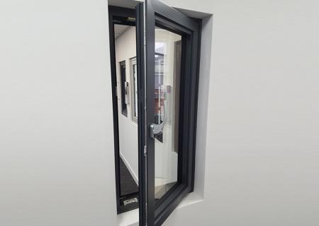 Aluminium-tilt-and-turn-window-turning-open